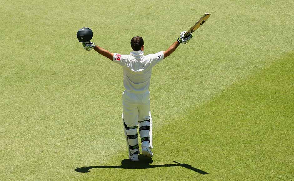 The last goodbye: Ricky Ponting acknowledges the ovation from the crowd and players as he walks off the pitch for one last time. Getty Images