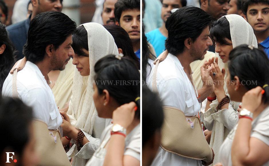 Shah Rukh Khan with Priyanka Chopra at the funeral of her father, Dr Ashok Chopra. Sachin Gokhale/ Firstpost