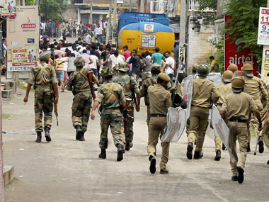 The police turning back protesters in Kishtwar: PTI