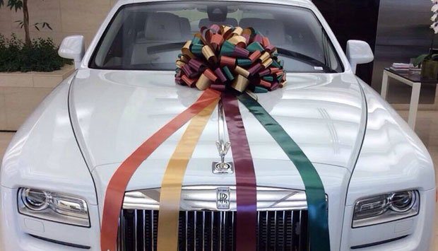 Wedding Gift For Brother India : ... : After Rs 16 cr flat, he gifts sister Arpita a Rolls Royce Phantom