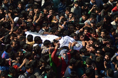 Kashmiri villagers carry the body of  Lashkar-e-Taiba chief Abdul Rehman alias Abu Qasim, on October 29,2015, during his funeral at Kulgam, south of Srinagar. AFP