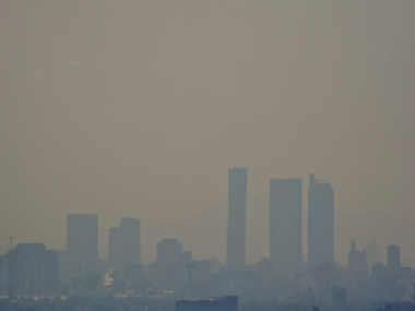 Mexico City blanketed in smog, 2016. AFP