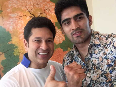Vijender Singh added that meeting Sachin Tendulkar (left) was inspirational for him. Photo courtesy: IBNLive