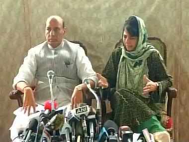 Home Minister Rajnath Singh (left) and Jammu and Kashmir Chief Minister Mehbooba Mufti. Image courtesy: @ANI_news/Twitter