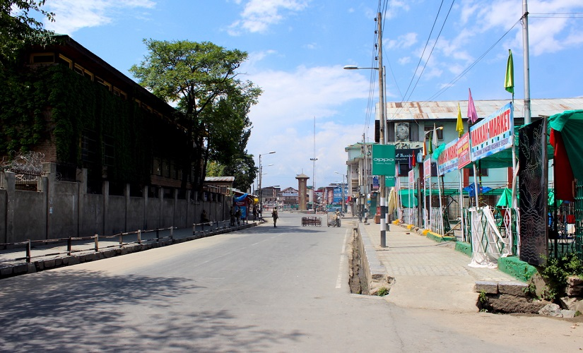 Srinagar's city centre is a virtual ghost town after the curfew paralysed life in the state's summer capital. Firstpost/Sameer Yasir