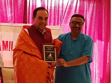 Swamy receiving the 'Tamil Ratna' award. Twitter/ @jagdishshetty