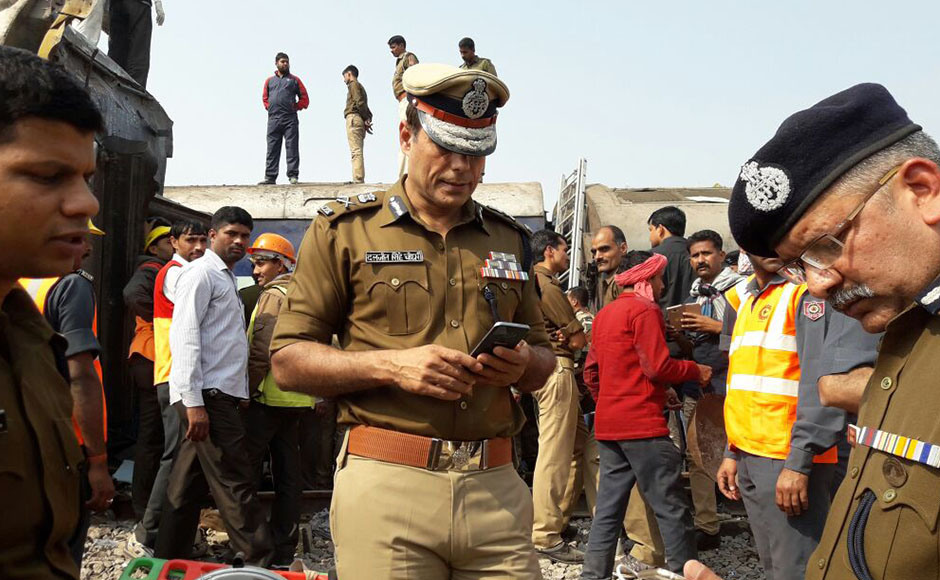 More than 100 people were killed and around 150 injured when 14 coaches of the Indore-Patna Express derailed near the city of Kanpur before dawn on Sunday, officials said. Photo: Naveen Lal Suri/ Firstpost