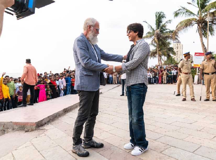 David Letterman and Shah Rukh Khan in a behind-the-scenes still from My Next Guest Needs No Introduction. Netflix