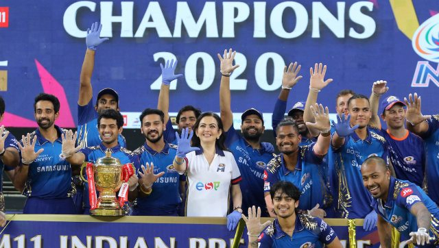 Mumbai Indians players with the IPL 2020 trophy after beating Delhi Capitals in the final. Image: Sportzpics for BCCI