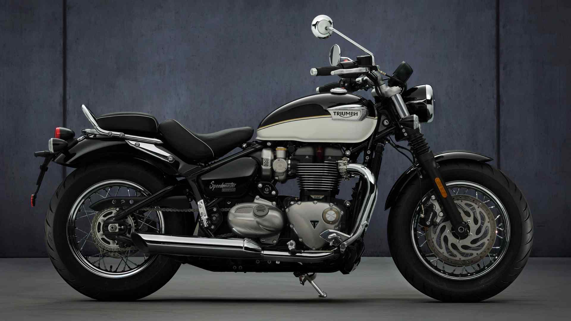 New for the 2021 Triumph Speedmaster are a fatter 47mm Showa fork and 'comfort' seats. Image: Triumph Motorcycles